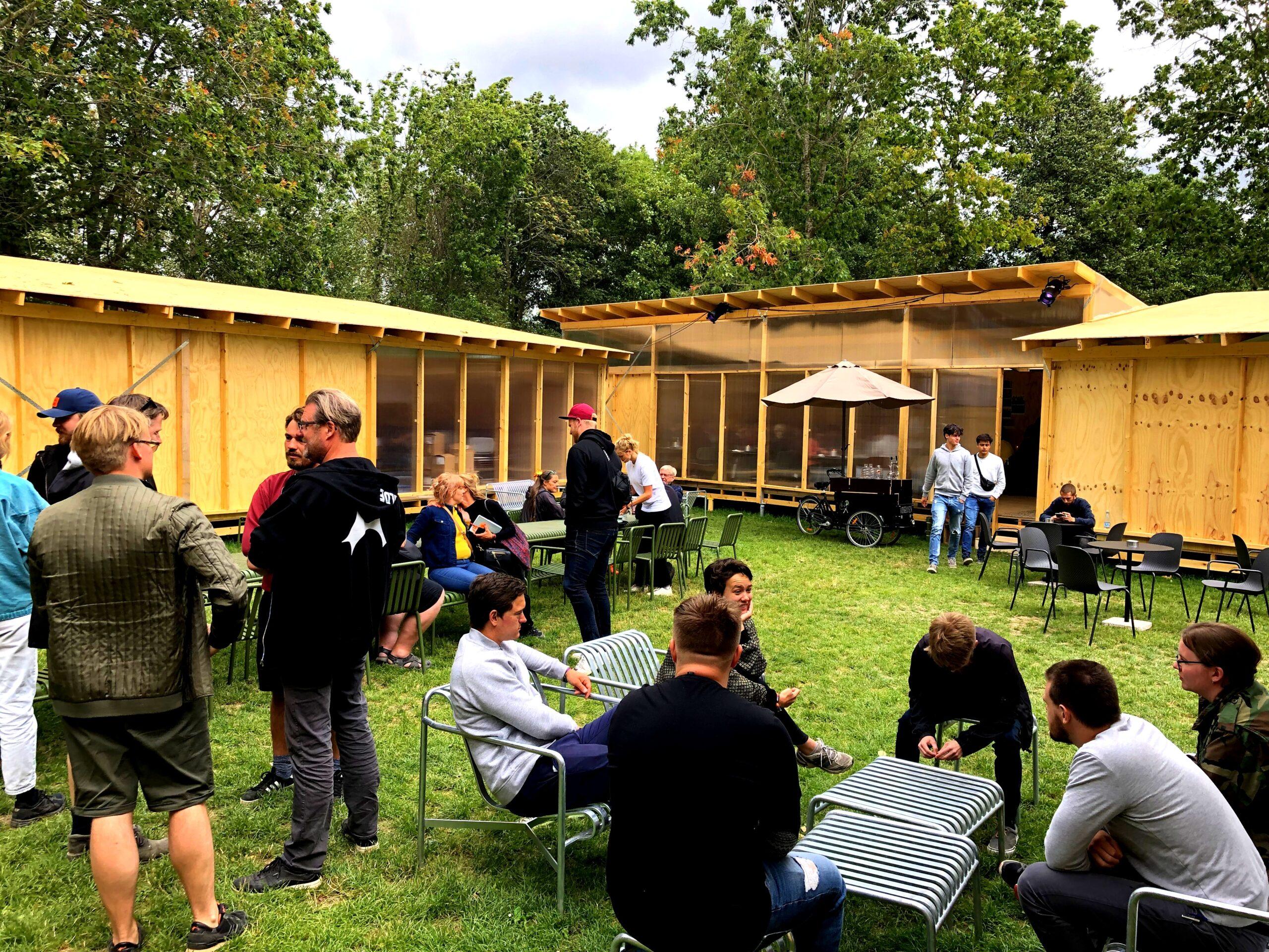 Installation af skruefundamenter på Roskilde Festival
